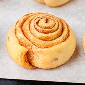 cynamonki, czyli ślimaczki cynamonowe (cinnamon rolls)