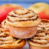 drożdżowe muffiny zawijane z cynamonem i jabłkami